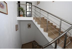 ... до третия етаж