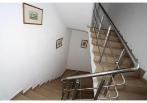Качете се по стълбите ...