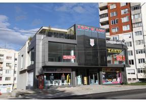Сградата но бул. 2-ри юни 93, в посока болницата.