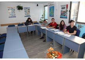 Курсистите в учебния кабинет